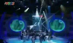 Thúy Uyên làm Michael Jackson