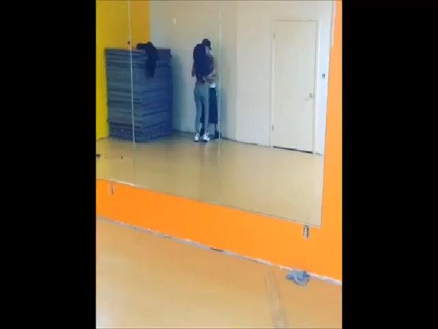 Justin Bieber tập nhảy cùng Selena Gomez
