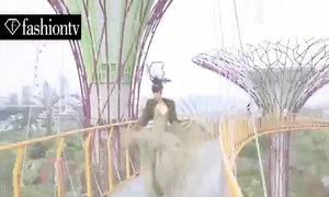 Jessica Minh Anh tạo dáng ấn tượng trên các 'siêu cây'