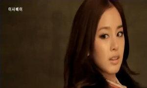 Kim Tae Hee tạo dáng tự tin trước ống kính