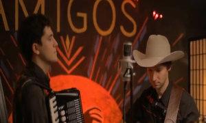 "The Amigos hát ""Young at heart"""