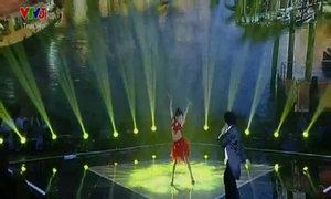 Hoàng Anh hát 'Quizas - La Bamba'