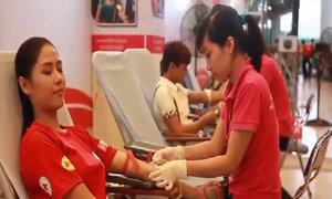 Hoa hậu Nguyễn Thị Loan mang video hiến máu đến Miss World