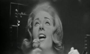 Lesley Gore hát bản hits 'You Don't Own Me'