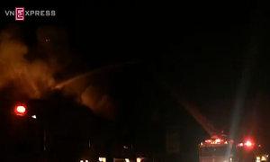 12 giờ dập lửa kho hoá chất ở Bình Dương