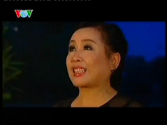 Thu Hiền hát 'Ca dao em và tôi'
