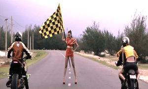 Thí sinh Nex Top đua xe phân khối lớn trên đường cao tốc