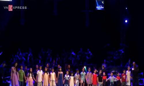 Peabo Bryson và Dương Hoàng Yến song ca 'A Whole New World'