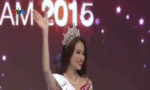 Giây phút đăng quang của Phạm Thị Hương