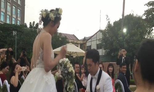 Chồng quỳ gối xin được cưới Diễm Hương