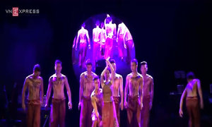 Hồng Nhung múa đương đại 'Hòn đá trong vườn - Con chim sâu'