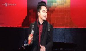 Tùng Dương hát 'Chiếc khăn piêu'