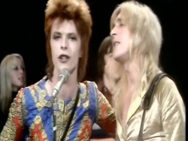 Huyền thoại David Bowie hát 'Starman'