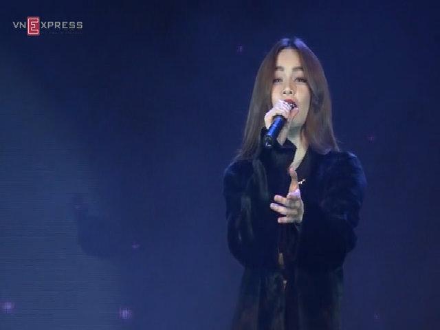 Hồ Ngọc Hà hát liên khúc 'Destiny và What Is Love'