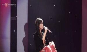 Hồng Nhung hát 'Ngẫu hứng sông hồng'