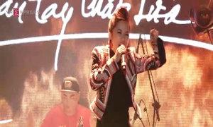 Hồng Nhung hát 'Niềm tin cho cát bụi'