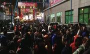 Khán giả chen chân đến liveshow của Trần Lập