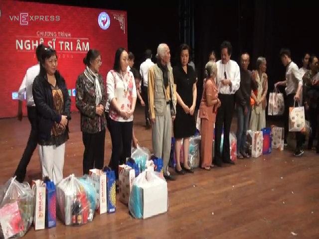 200 nghệ sĩ nghèo nhận quà Tết từ NSND Kim Cương