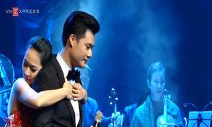 Quang Dũng hát 'Còn ta với nồng nàn'