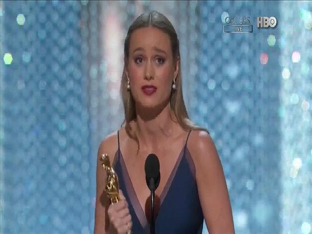Khoảnh khắc trao giải 'Nữ diễn viên chính xuất sắc'