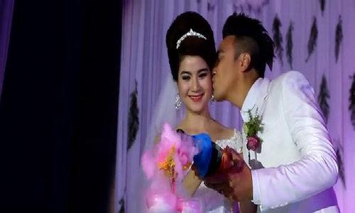 Thanh Duy nồng nàn hôn Kha Ly trong đám cưới