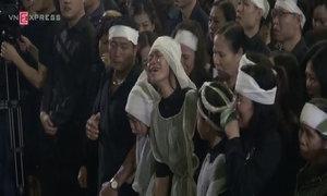 Vợ Trần Lập khóc lả khi MC Anh Tuấn đọc điếu văn