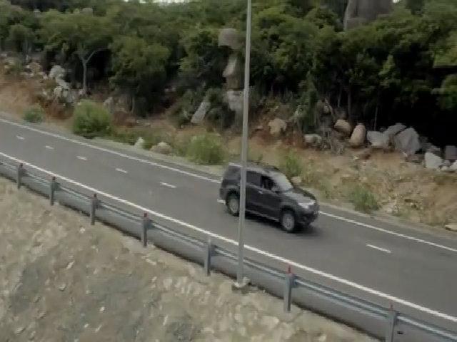 Video cảnh chiếc xe hơi bị phá nát trong phim 'Lật mặt 2'
