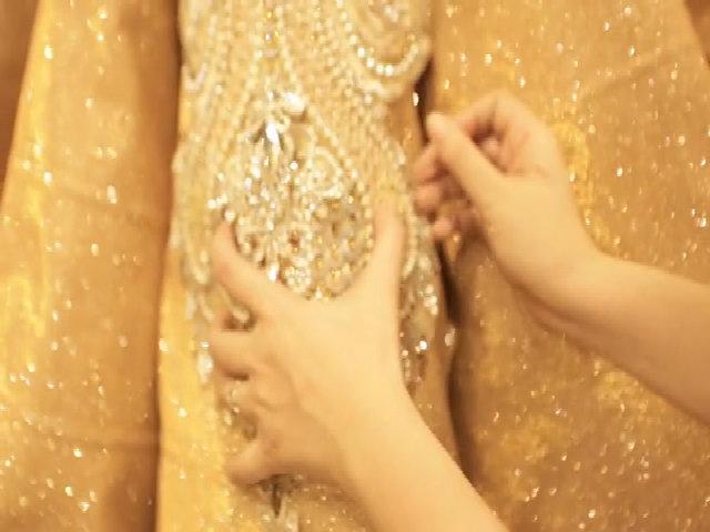 Video chuẩn bị váy cưới của Thúy Diễm