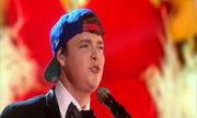 Chàng trai hát 10 phiên bản khác nhau của bài 'Hellos'