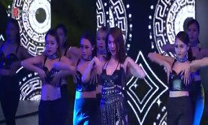 Ngọc Trinh khoe vũ đạo trong 'Đêm hội chân dài 10'