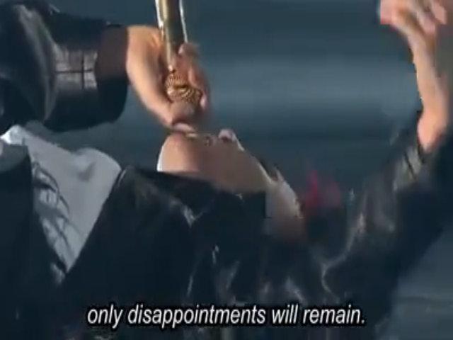 G-Dragon vừa nằm vừa hát trong liveshow