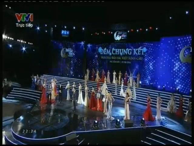 Jennifer Phạm 'chữa cháy' cho Hoa hậu Bản sắc Việt trên sân khấu