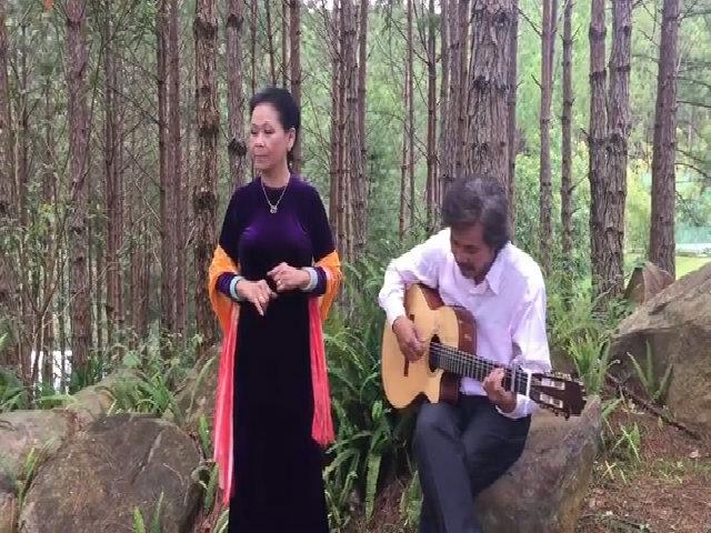 Khánh Ly hát 'Diễm xưa' giữa đồi thông Đà Lạt