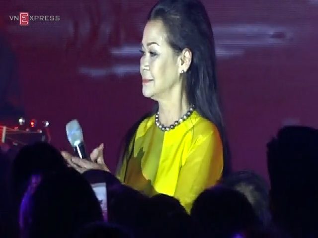 Khánh Ly hát 'Biết đâu nguồn cội'
