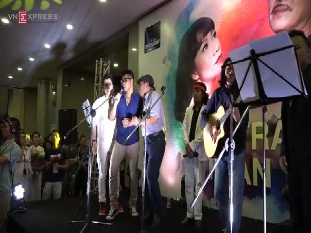 Phút ngẫu hứng của nhạc sĩ Trần Tiến ngoài sân khấu