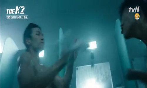 Cảnh ngực trần đánh nhau của phim K2 gây sốt