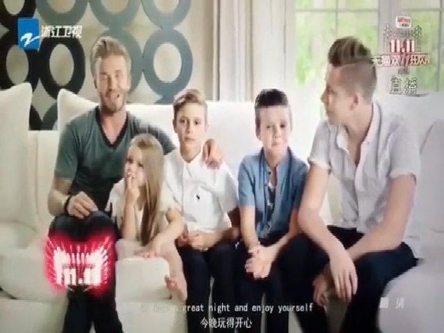David Beckham và các con chúc mừng Victoria