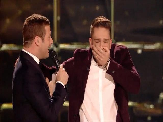 Chàng bồi bàn 23 tuổi chiến thắng X-Factor Anh 2016