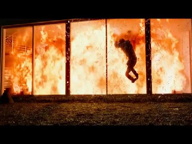 'John Wick 2' ngập cảnh Keanu Reeves chèn xe và bắn giết
