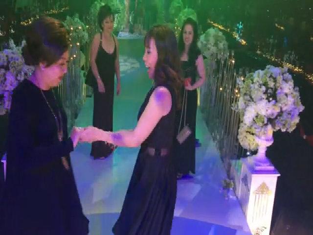 Mẹ Trấn Thành khiêu vũ trong tiệc cưới con trai
