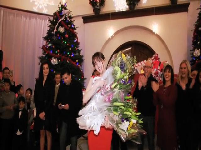 Ngọc Trinh được bạn bè tỷ phú Hoàng Kiều ở Mỹ tặng hoa