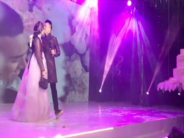 Trấn Thành hát 'Ánh nắng của anh' tặng Hari Won