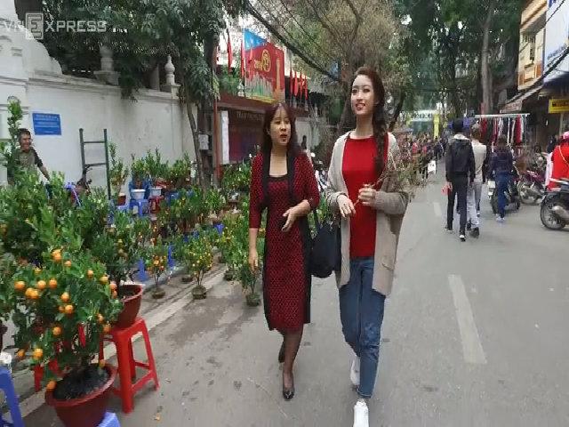 Hoa hậu Mỹ Linh đi chợ tết cùng mẹ - (new)Hoa hậu Mỹ Linh đi chợ tết cùng mẹ - (new)