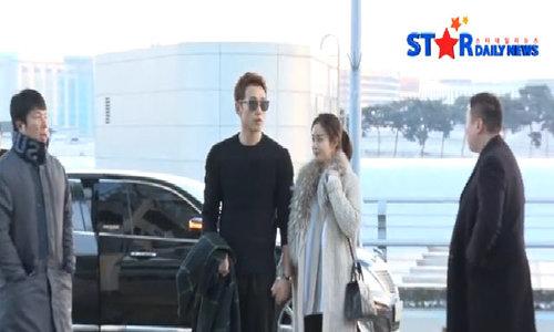 Bi Rain nắm chặt tay Kim Tae Hee, lần đầu xuất hiện sau đám cưới