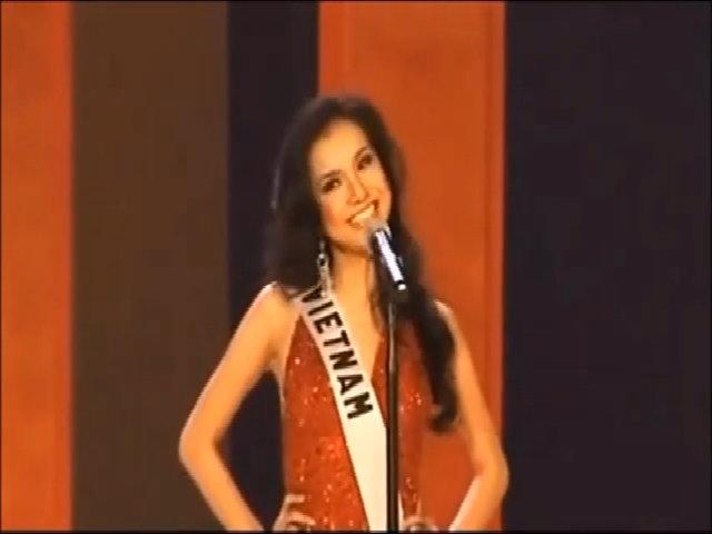 Màn giới thiệu của các người đẹp Việt tại Miss Universe