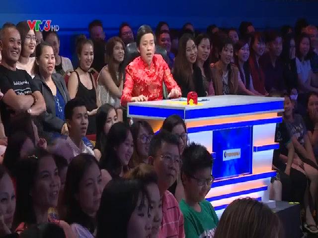 Hoài Linh bất ngờ bị nghệ sĩ kéo lên sân khấu diễn chung