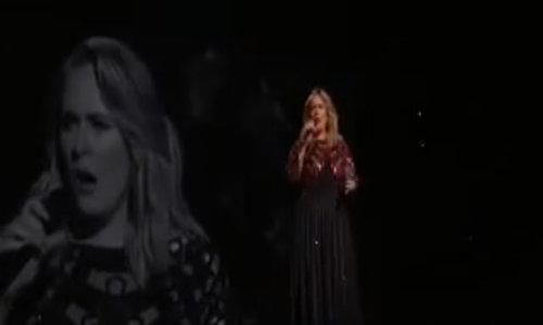 Adele trình diễn ca khúc 'Hello' tại Grammy 2017