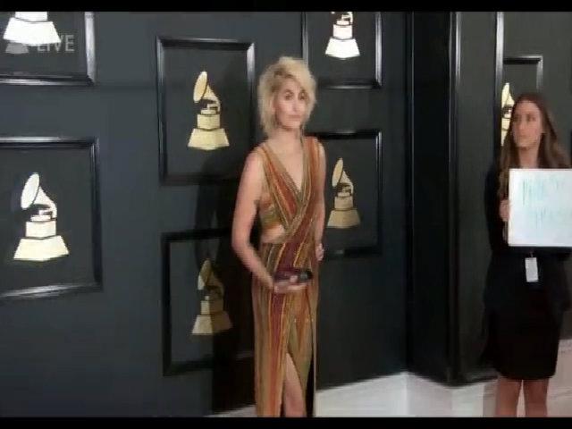 Paris Jackson diện váy cắt xẻ ở thảm đỏ Grammy 2017