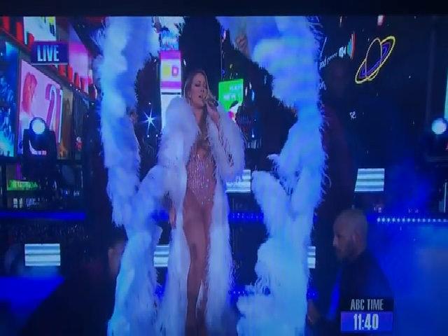 Mariah Carey hát nhép trong đêm giao thừa