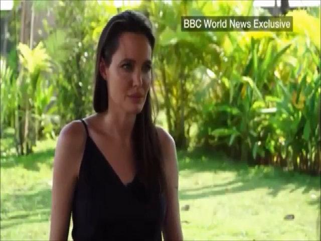 Angelina Jolie xúc động khi nói về chuyện chia tay Brad Pitt